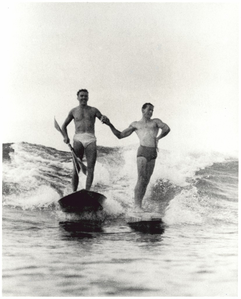 Synchronised_surfing,Manly_beach,_New_South_Wales,_1938-46_(6519242455).jpg